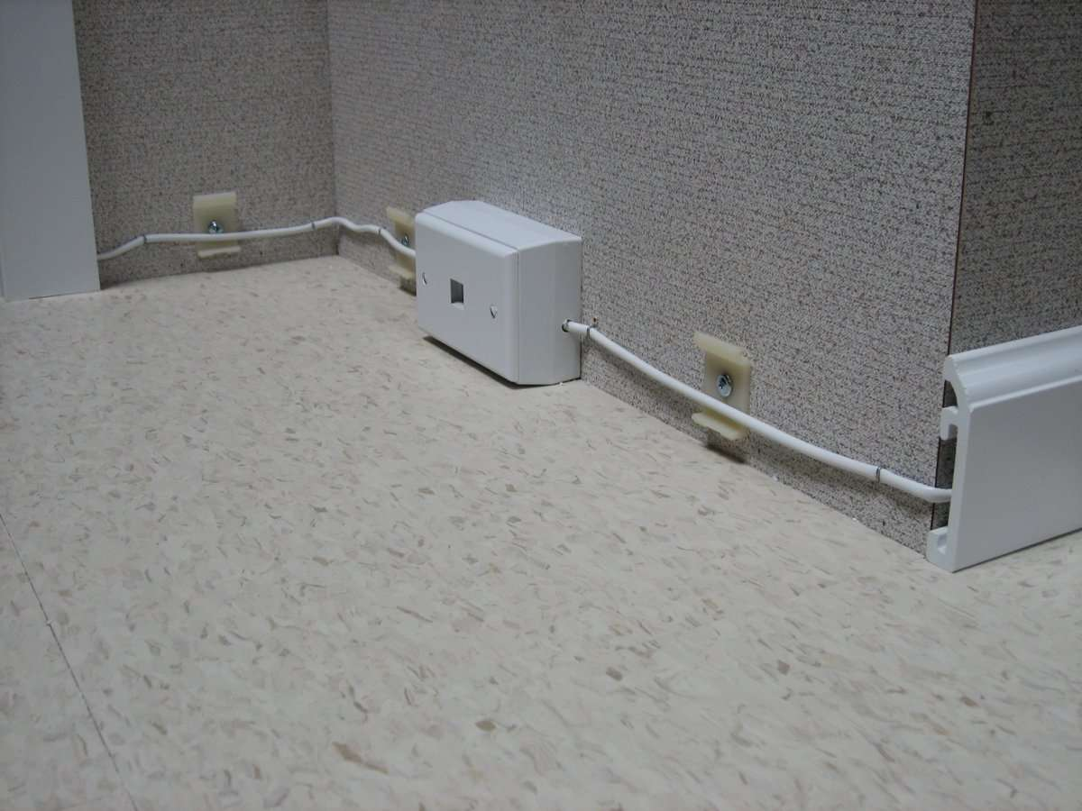Removable Hawaii Baseboards